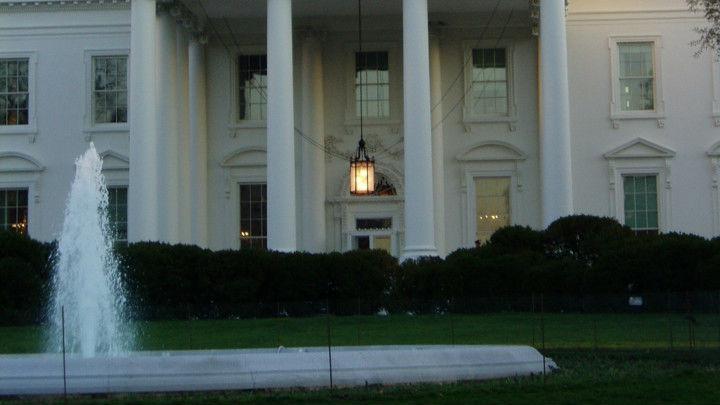 Мушкарац покушао да прескочи ограду у Белој кући
