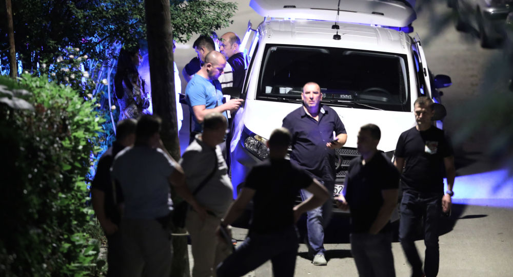 Маскирани нападачи напали Србе у Книну због Звезде